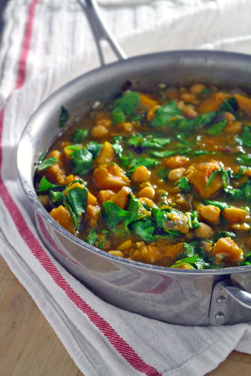 How To Make Garlic, Spinach, and Chickpea Soup : Glorious Soup Recipes